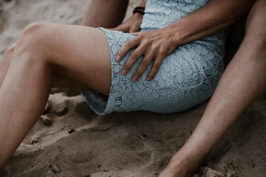 Sesja narzeczeńska Doroty i Bartka na plaży w Sopocie