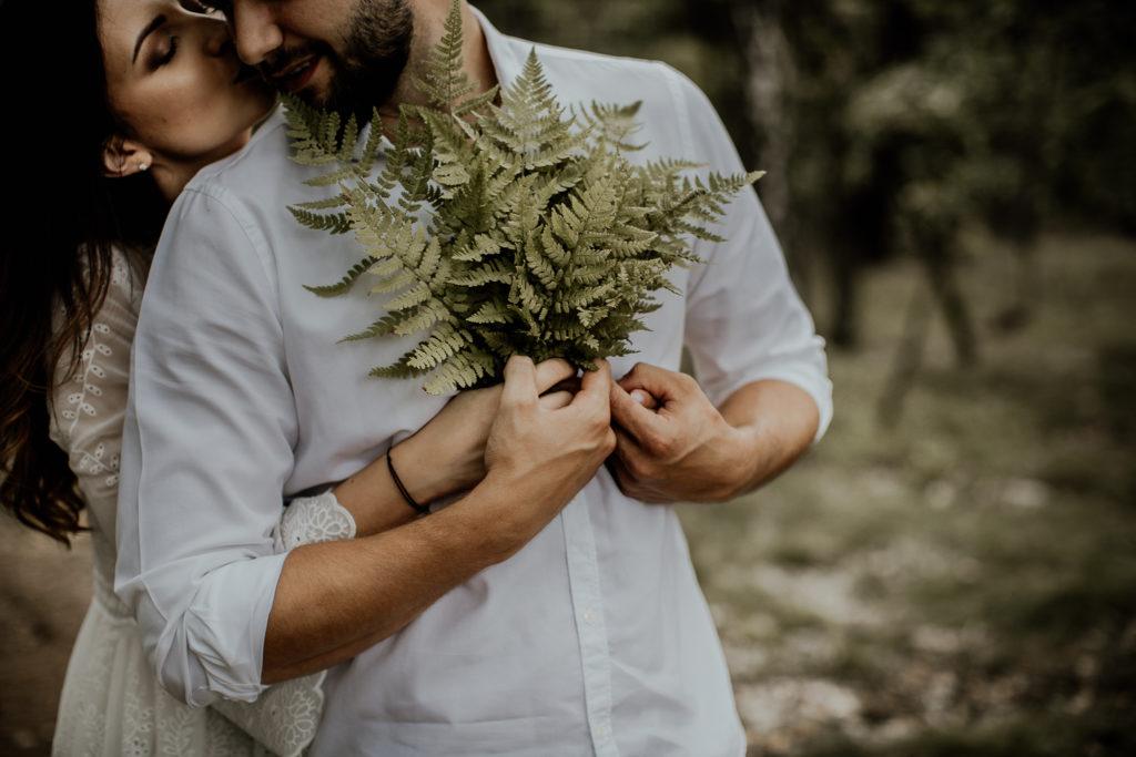 Sesja narzeczeńska Marceliny i Damiana w lesie