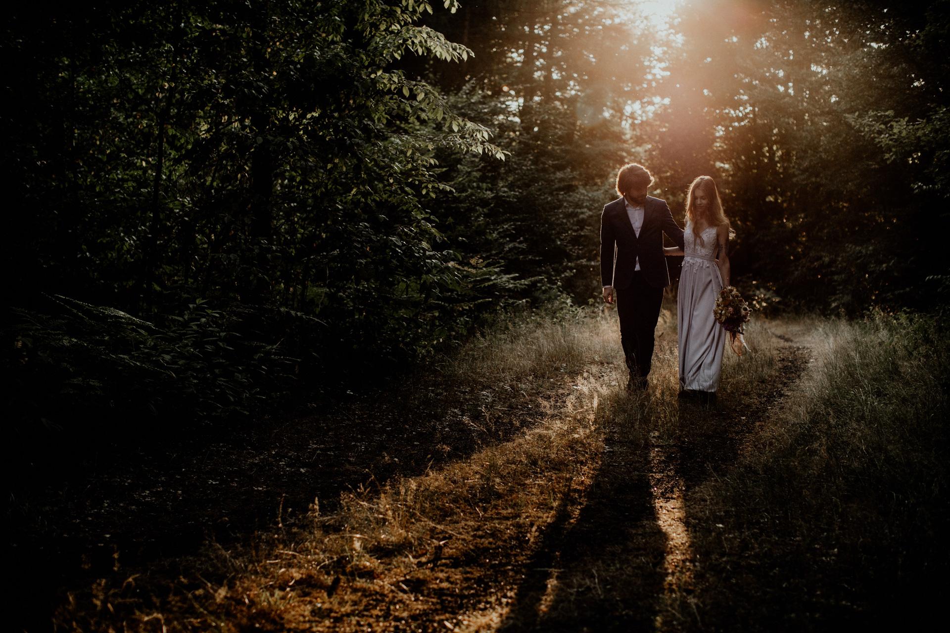 Sesja narzeczeńska Darii i Marcina w lesie